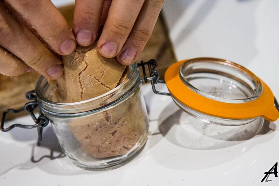 Rouler et emboîter le foie gras